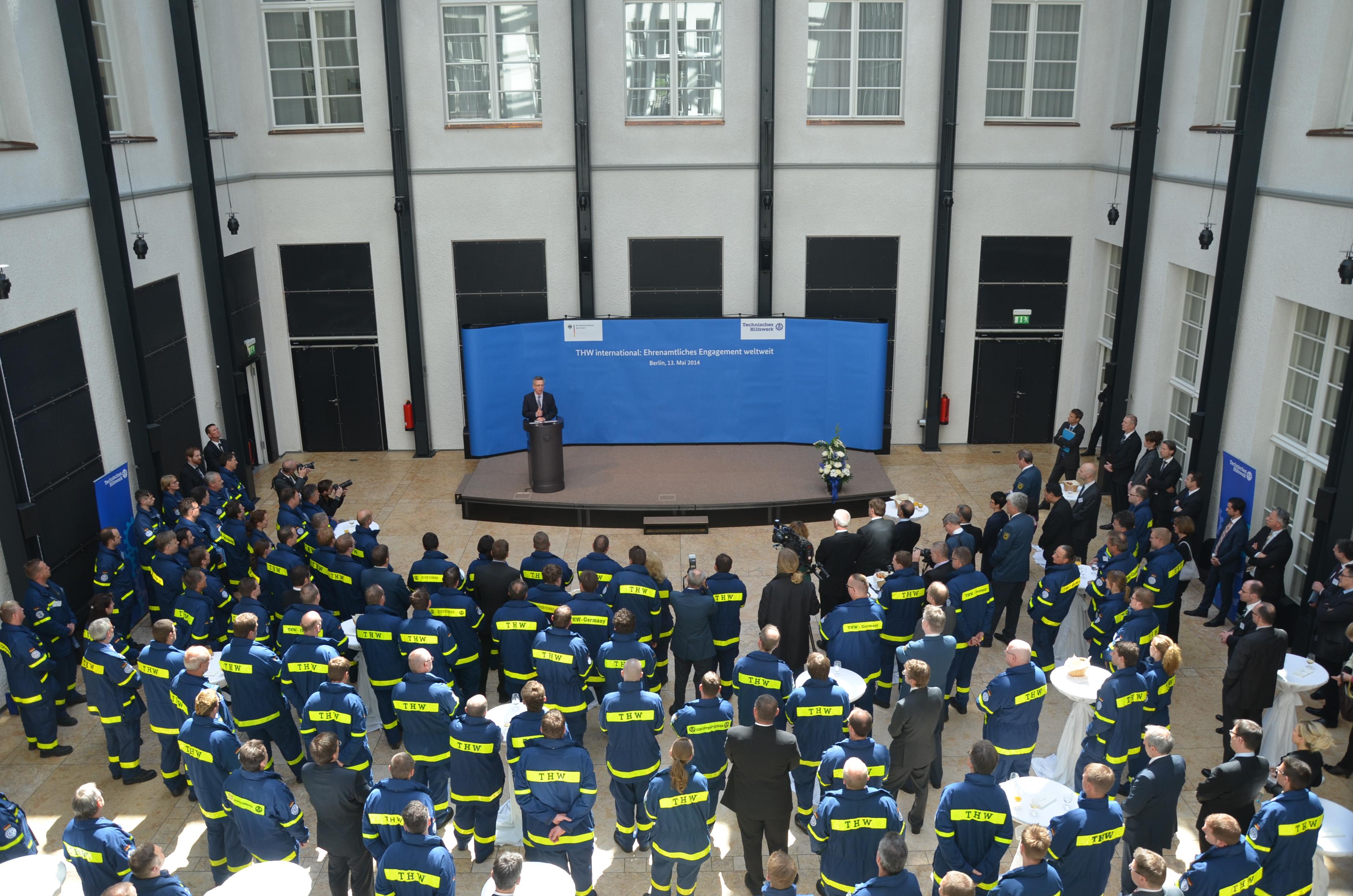 Rund 130 Helferinnen und Helfer des THW folgten der Einladung von Bundesinnenminister Dr. Thomas de Maizière nach Berlin.