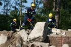 One of many tasks: the clearing of debris at the location of the damage. (show image)