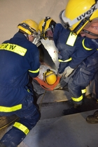 THW-experts rescue an injured person.  (show image)
