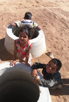 Children in the camp: THW supports UNHCR and UNICEF in expanding the camp.