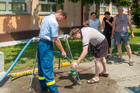 About seven weeks after the appearence of the floods, THW is still providing drinking water in the Balkans.