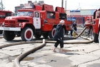 The Ukrainian fire brigade supports the pump works in Polish Sandomierz.