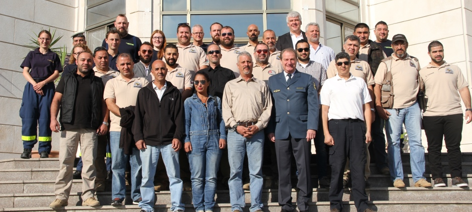 THW Vice-President, Gerd Friedsam (first row, second from right) travelled to Jordan for the start of the training course.