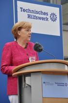 At the beginning of her visit, the Federal Chancellor, Ms Angela Merkel, gave a brief speech, in which she thanked all those who commit themselves to voluntary work in civil protection.   (show image)