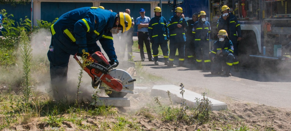 During the two-week course, the Jordanian participants used technical equipment such as an angle grinder to work with stone.