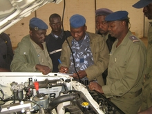 The policemen of the Senegalese Formed Police Unit (FPU) are introduced to the handling of the new vehicles by the THW.