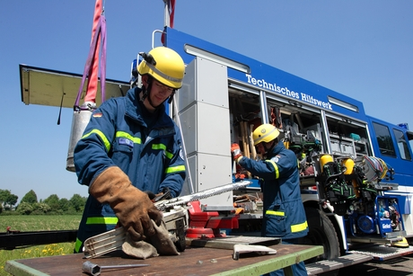 THW has 1,000 Technical Units and 1,440 Rescue Groups, incorporated into 730 Technical Platoons.