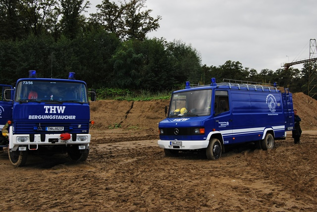 Fahrzeug in Baggersee – gemeinsame Übung für Taucher von THW